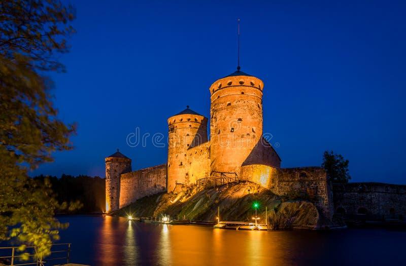 Torri della fortezza alla notte immagini stock libere da diritti