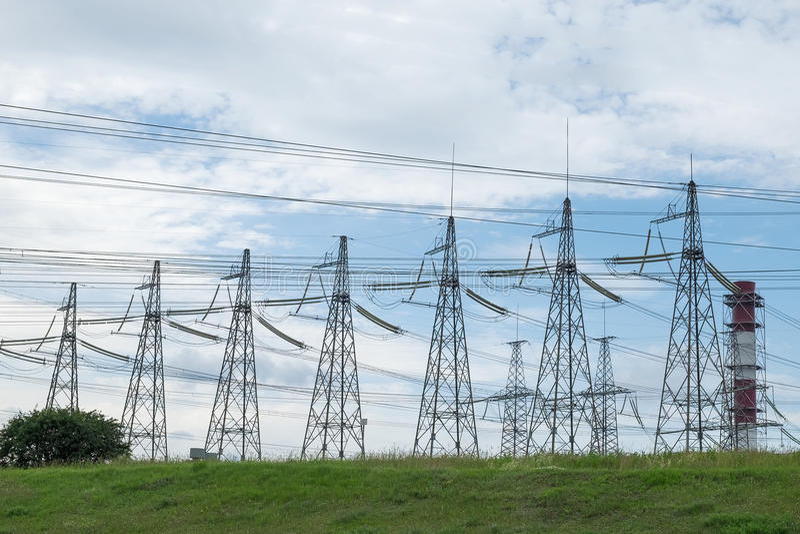 Torri di alta tensione di elettricità immagini stock libere da diritti