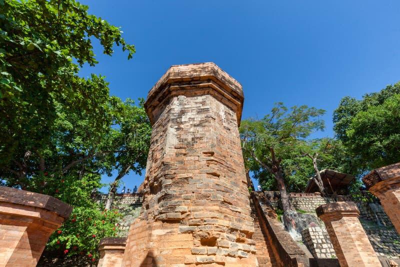 Torri di Cham del po Nagar Palazzo famoso in Nhatrang, Vietnam immagini stock libere da diritti
