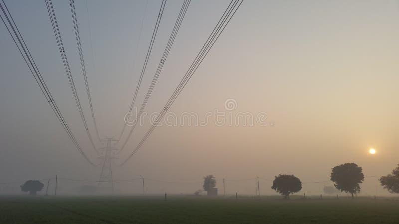 Torri di griglia e dell'attrezzatura elettronica di potere a Nuova Delhi, India fotografia stock libera da diritti