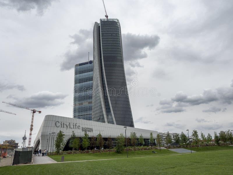 Torri di Isozaki e di Hadid a Citylife, a Milano fotografia stock