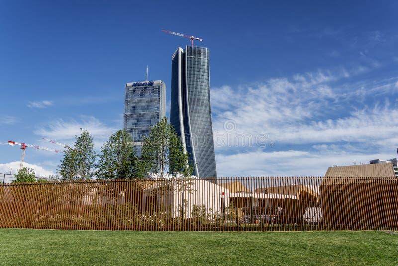 Torri di Isozaki e di Hadid a Citylife, a Milano fotografia stock libera da diritti
