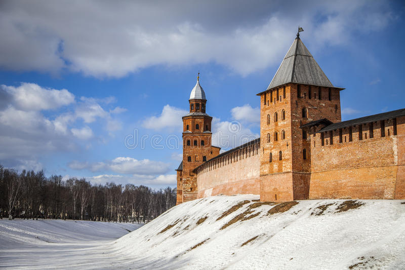Torri di Kokui e di Knyazhaya, Cremlino di Veliky Novgorod fotografia stock libera da diritti