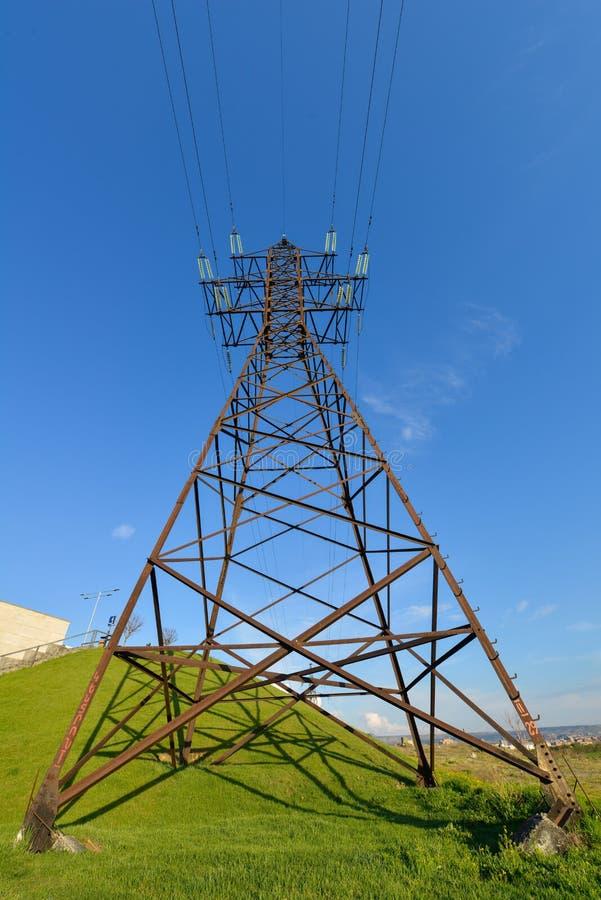 Torri e linee del trasporto di energia immagine stock libera da diritti