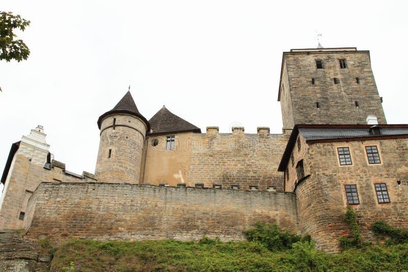 Torri e pareti del castello Kost fotografia stock libera da diritti