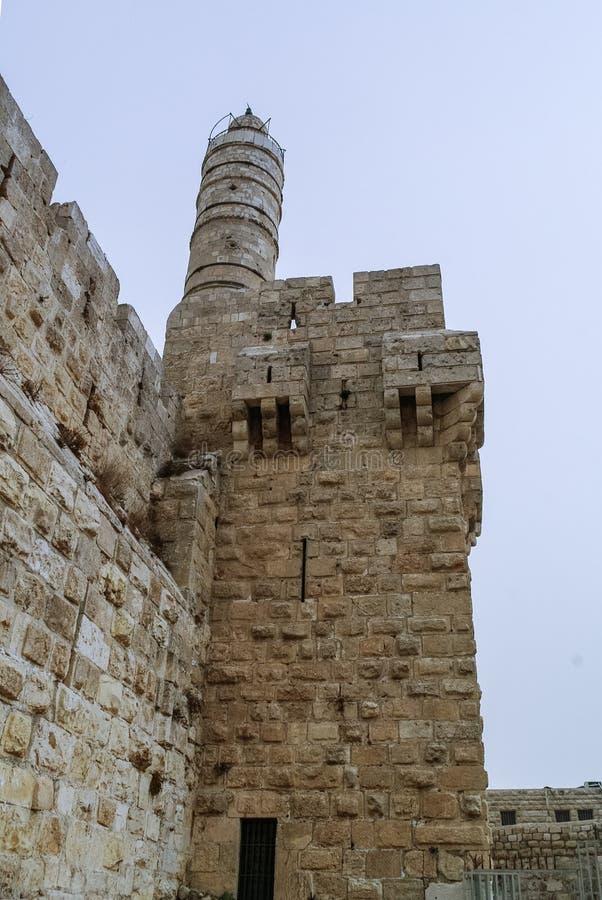 Torri e pareti della cittadella di Gerusalemme e torre di David in tempesta di sabbia fotografia stock