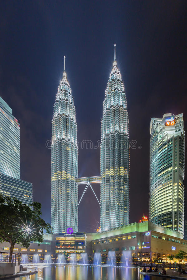 Torri gemelle di Petronas in Kuala Lumpur, Malesia fotografia stock libera da diritti