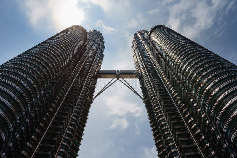 Torri gemelle di Petronas a mezzogiorno immagini stock