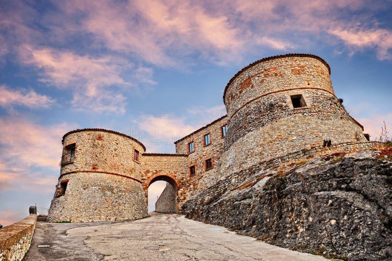 Torriana, Римини, эмилия-Романья, Италия: старая крепость на hil стоковая фотография rf
