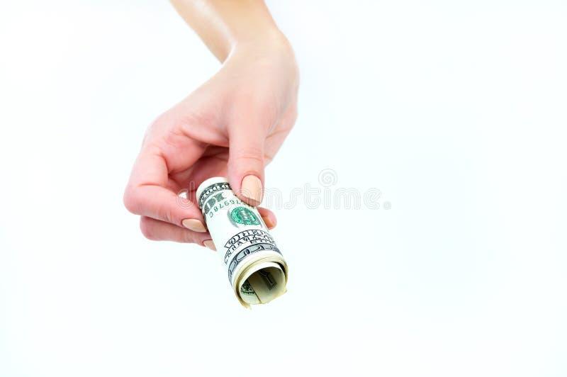 Torsione dei soldi di valuta americana nelle mani di fotografie stock libere da diritti