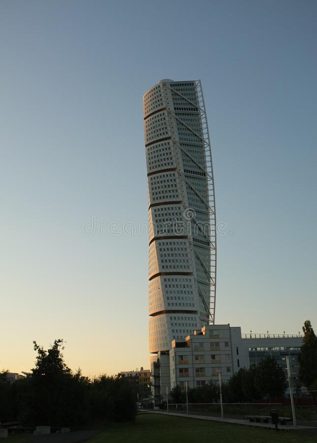 Torso de giro no por do sol, Malmoe de Calatravas, Sweden foto de stock