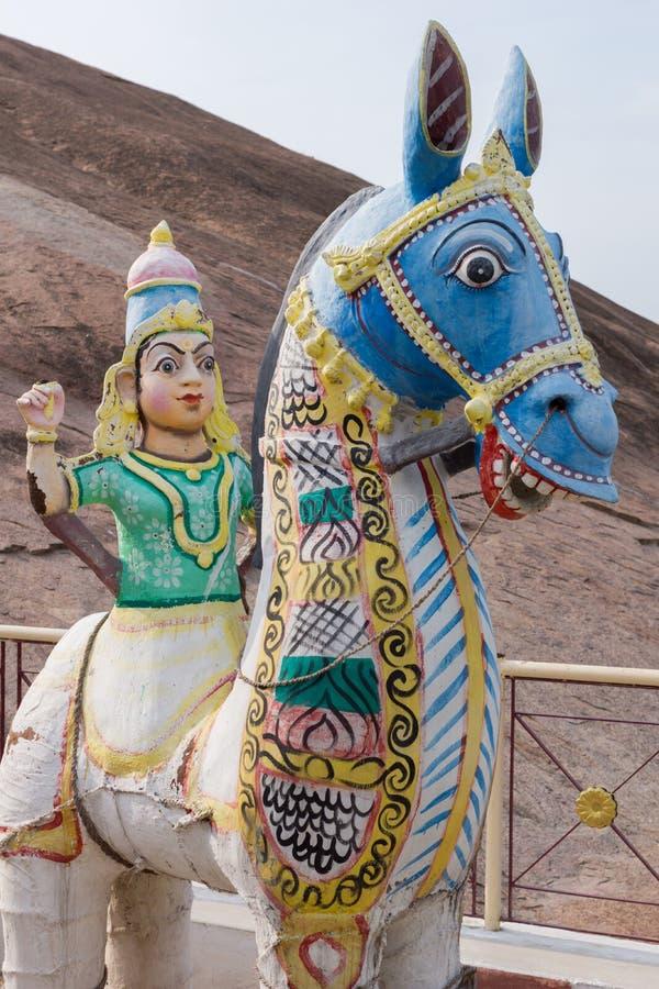 Torso de la mujer joven en caballo de la arcilla foto de archivo