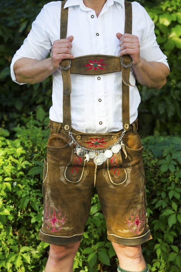 Torso des bayerischen Mannes stockbilder