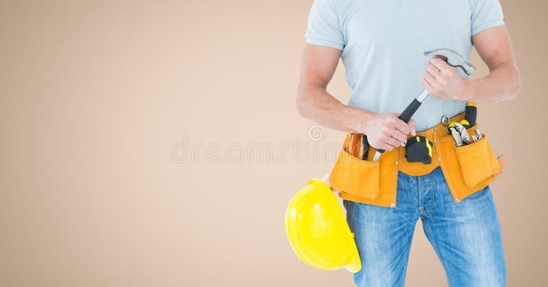 Torso do carpinteiro com o martelo contra o fundo de creme ilustração do vetor