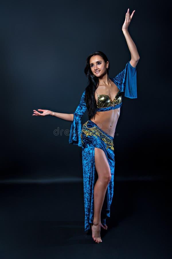 Torso van een vrouwelijke buikdanser royalty-vrije stock afbeeldingen