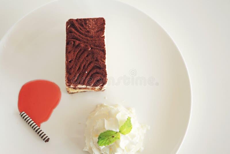 Tort na bielu talerzu zdjęcie stock