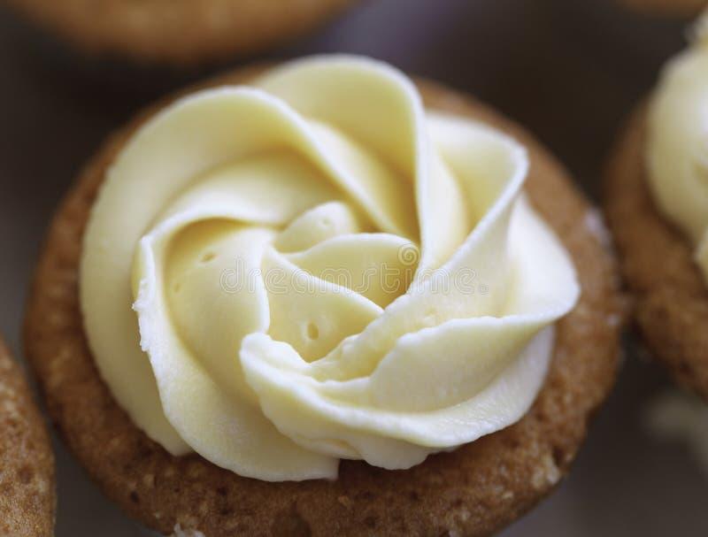 Download Tort Z śmietanki Lodowaceniem Zdjęcie Stock - Obraz złożonej z śmietanka, piekarnia: 41954470