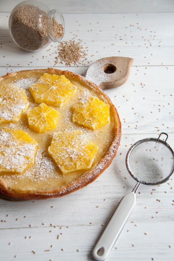 Tort z pomarańczami fotografia stock