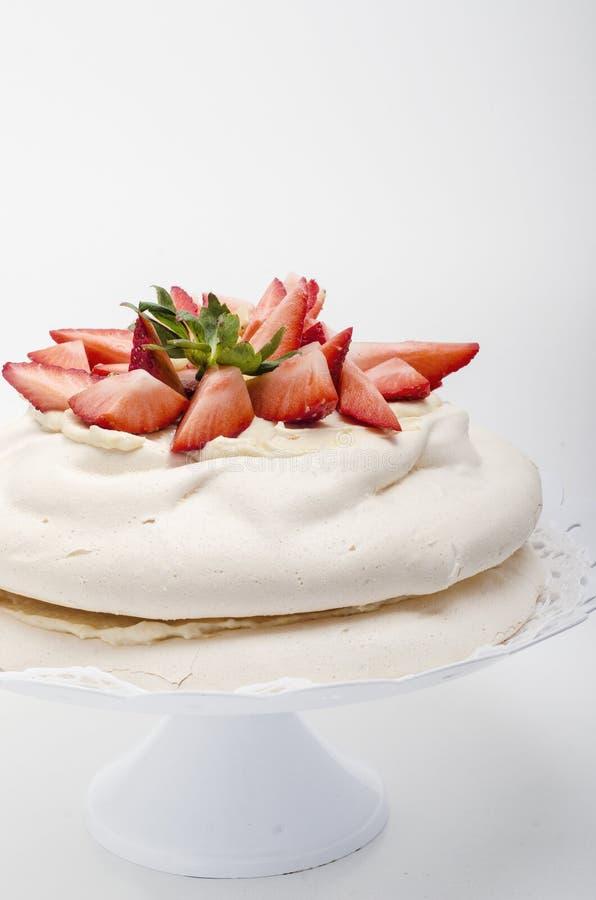 Torta acodada de Pavlova foto de archivo libre de regalías