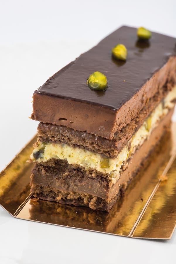 Torta acodada del chocolate y del pistacho fotos de archivo libres de regalías