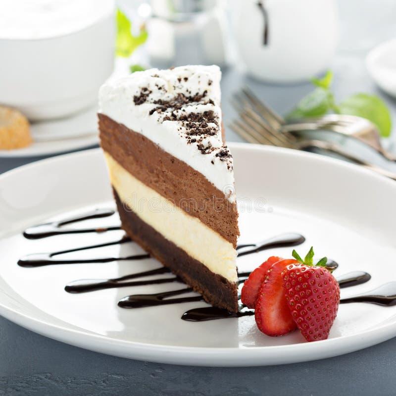 Torta acodada tres chocolates de la crema batida imágenes de archivo libres de regalías