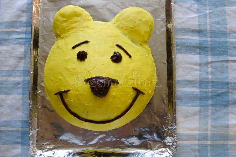 Torta amarilla del oso fotografía de archivo libre de regalías