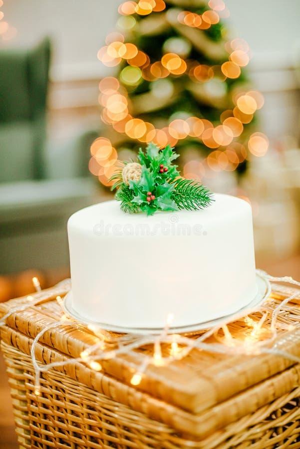 Torta apetitosa para la celebración de la Navidad fotografía de archivo libre de regalías