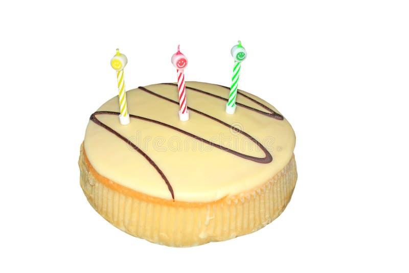 Torta birtday del chocolate blanco con las velas aisladas imagen de archivo