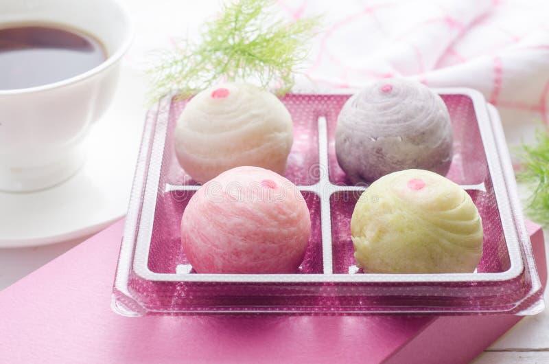 Torta china de los pasteles o de la luna, postre chino del festival con pasado imagen de archivo