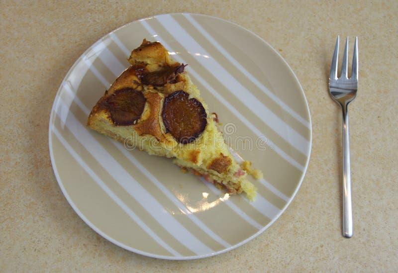 Torta cocida al horno fresca del ciruelo fotos de archivo