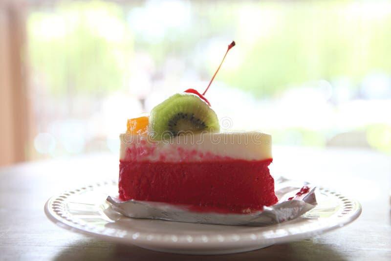 Torta colorida de la fruta, postre imagen de archivo libre de regalías