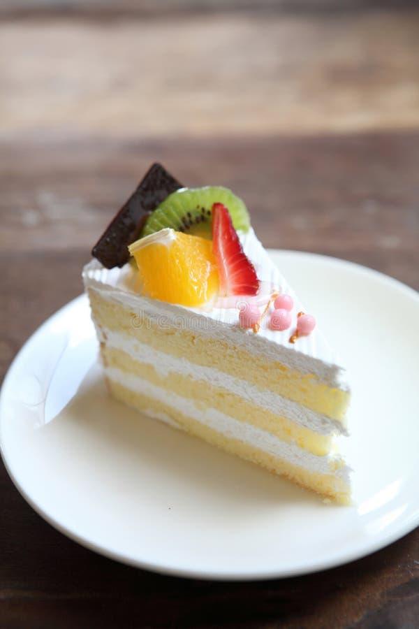 Torta colorida de la fruta, postre fotos de archivo
