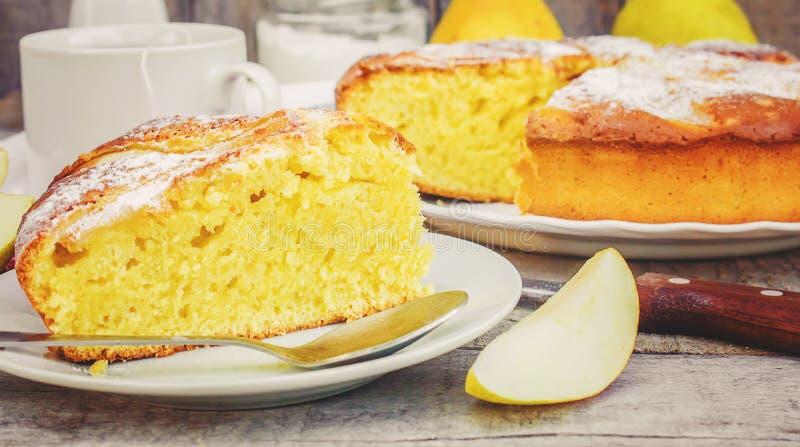 Torta com peras Foco seletivo fotografia de stock royalty free