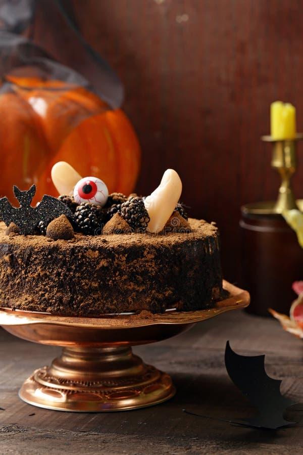 Torta con la decoración de Halloween imagen de archivo
