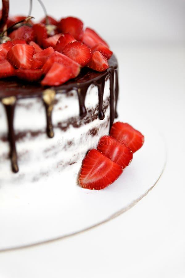 Torta con las fresas y el chocolate imagen de archivo libre de regalías