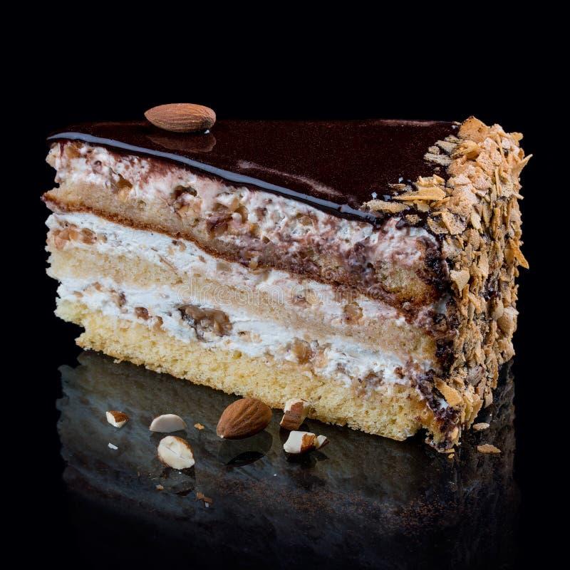 Torta con tres tipos de nueces del caramelo imágenes de archivo libres de regalías