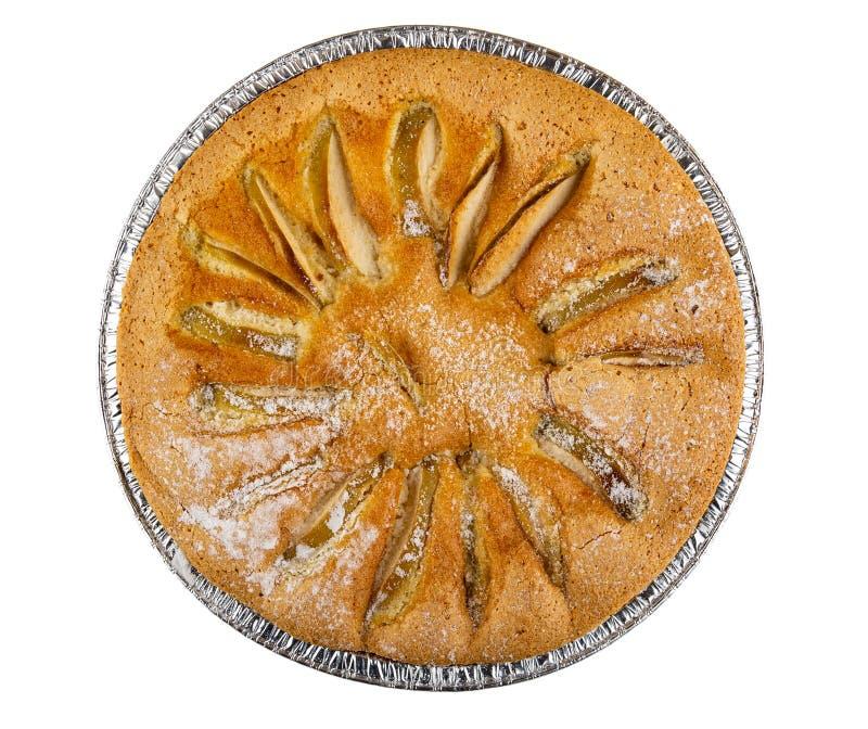 Torta cotta con le mele Charlotte nella forma isolata su bianco Vista superiore fotografie stock libere da diritti