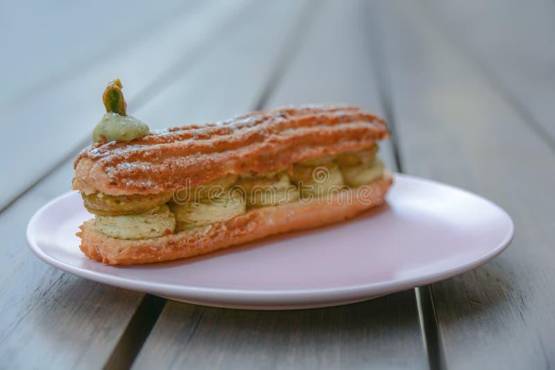 Torta cremosa sabrosa deliciosa fresca del pastery de París Brest del pistchio fotografía de archivo