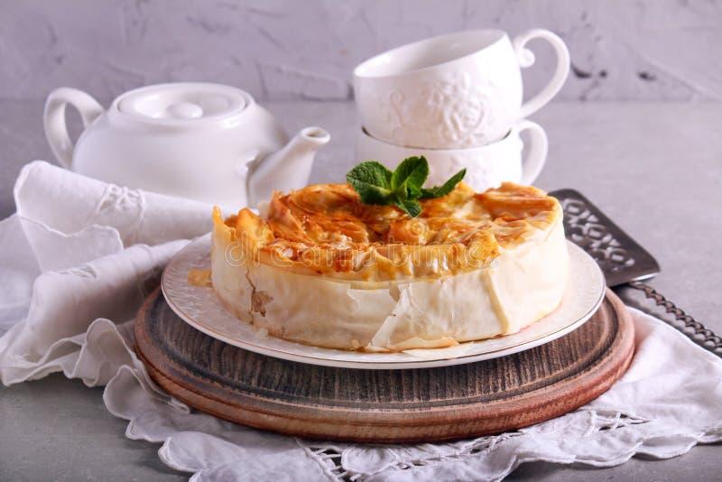 Torta da pastelaria de Filo, servida imagens de stock royalty free