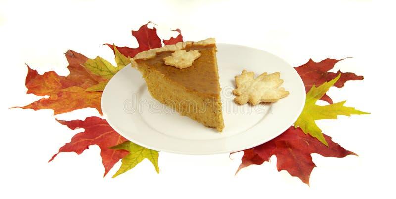 Torta de abóbora com folhas da queda foto de stock royalty free