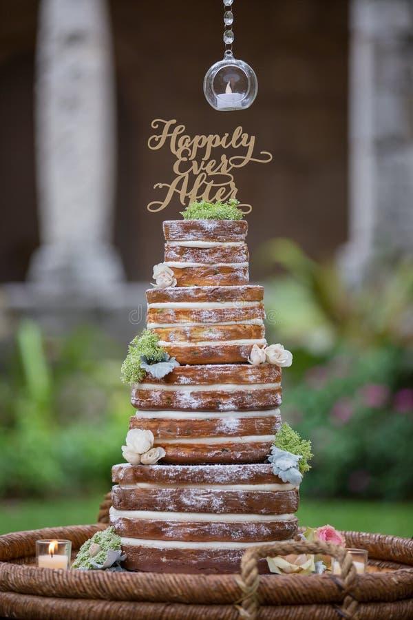 Torta de boda con gradas imagen de archivo libre de regalías