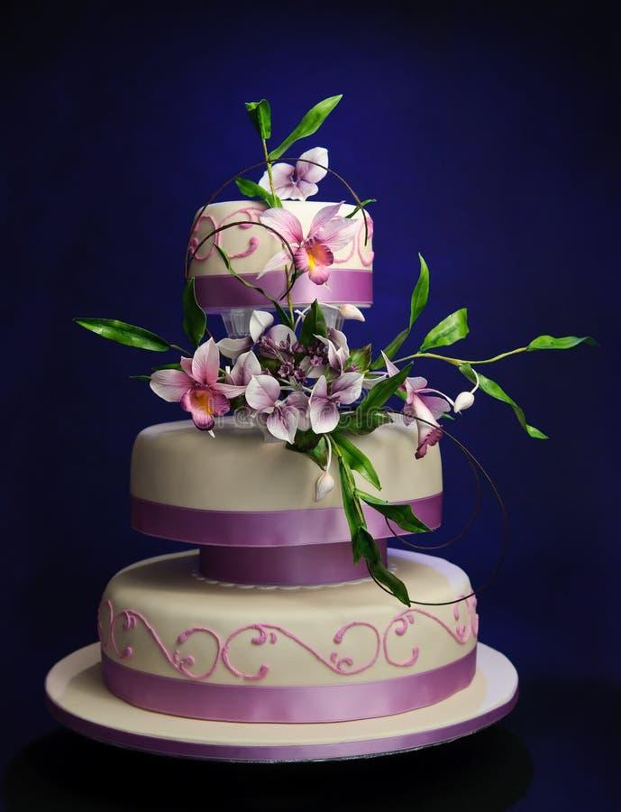 Torta de boda de la lila foto de archivo libre de regalías