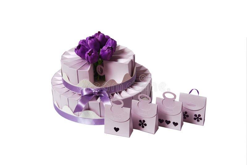 Torta de boda hecha de los rectángulos de regalo imagen de archivo libre de regalías