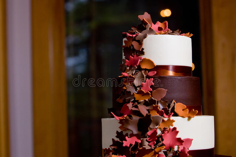 Torta de boda temática de la caída fotografía de archivo