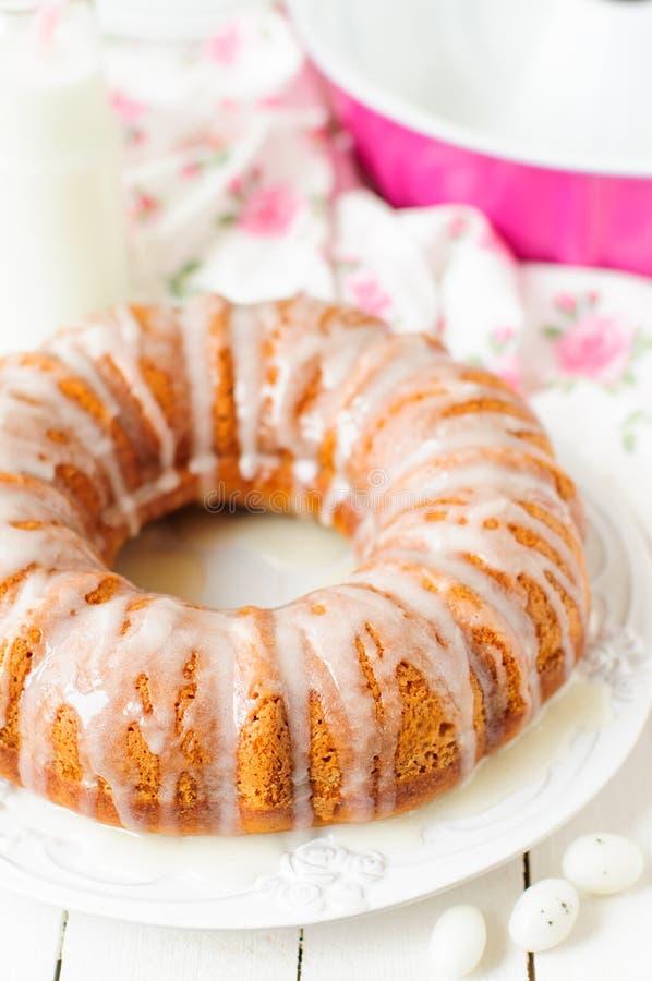Torta de Bundt de la calabaza con Sugar Icing foto de archivo