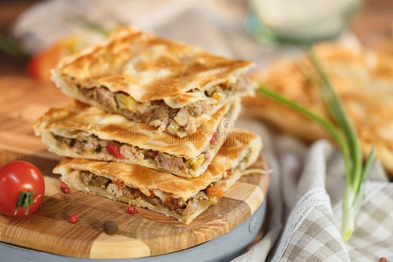 Torta de carne com apetitoso imagem de stock royalty free