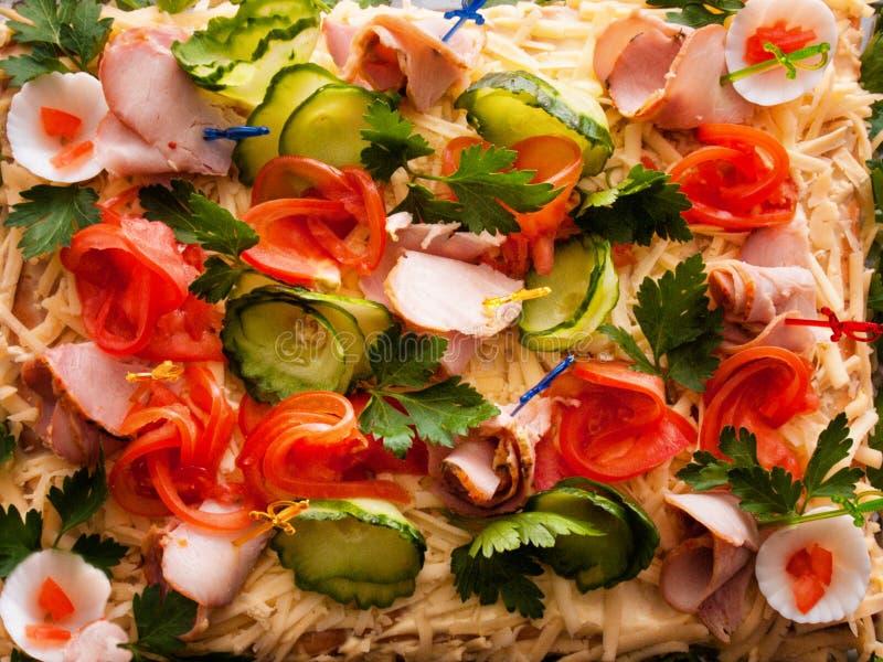 Torta de carne com queijo, ervas e vegetais imagem de stock