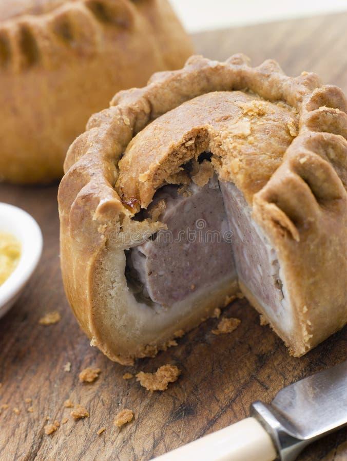 Torta de carne de porco com mostarda inglesa imagem de stock royalty free