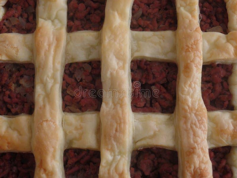 Torta de carne triturada feita com massa folhada fotografia de stock