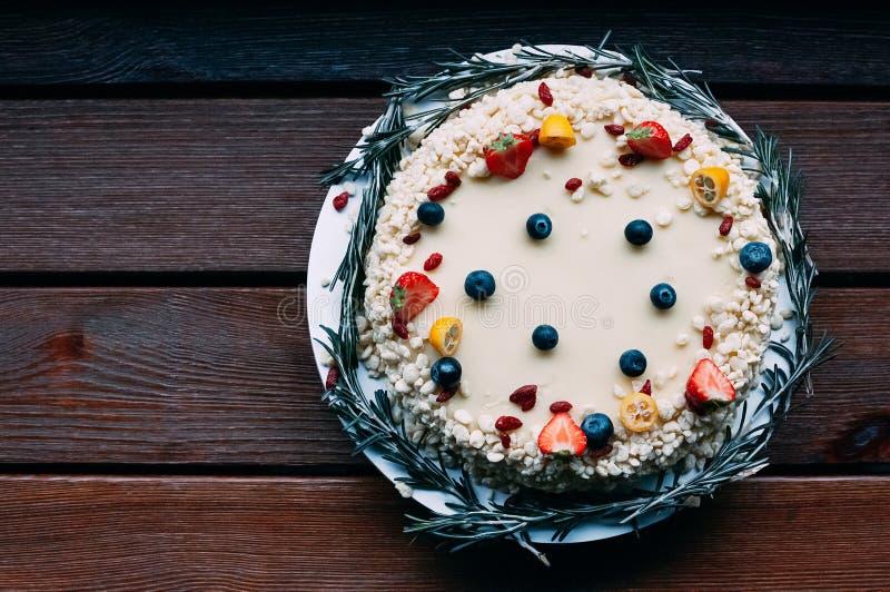 Torta de chocolate blanca de la visión superior foto de archivo libre de regalías